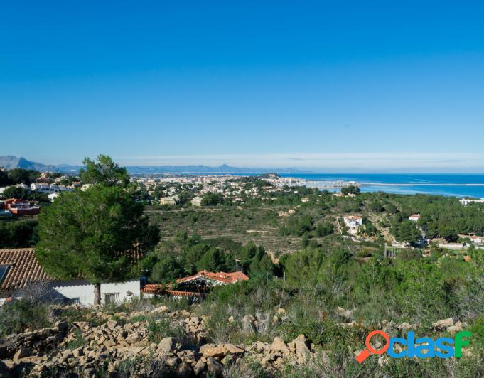 Se vende parcela de 6.000 m2 con vistas al mar
