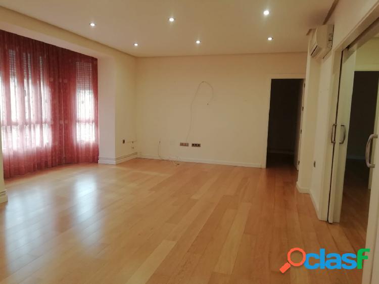 Se vende piso reformado en Santa Mª de Gracia