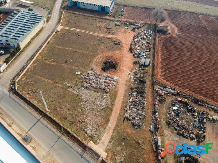 Terreno Residencial/Industrial en pleno centro de Bolan;os