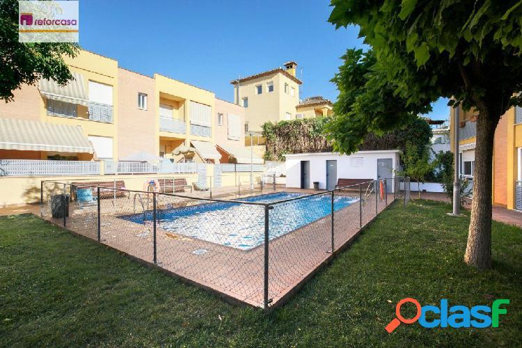 Todo un lujo a un paso de Granada. Urb con piscina, garaje y