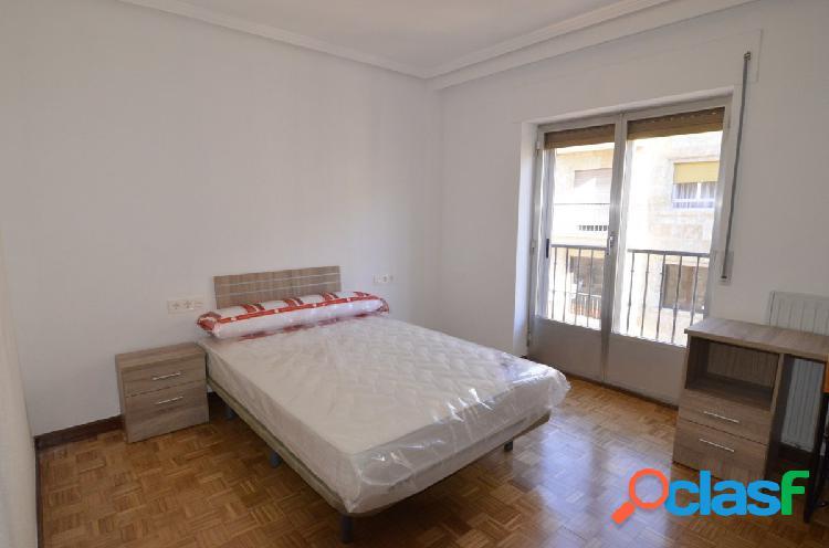 Urbis te ofrece un piso en alquiler en el Centro.