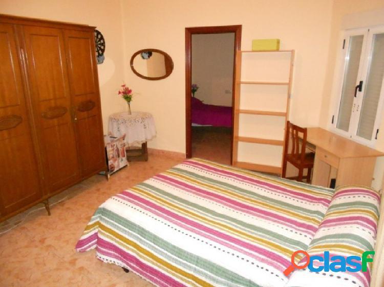 Urbis te ofrece un piso en alquiler en la zona de