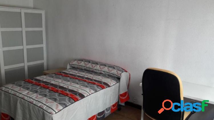 Urbis te ofrece una habitación en alquiler en Barrio del
