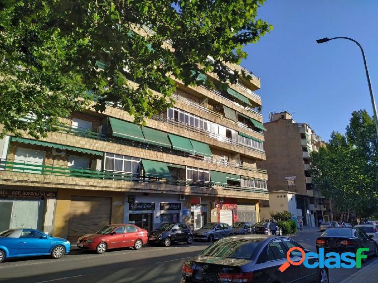 Venta de piso en Granada (Zona La Cruz)