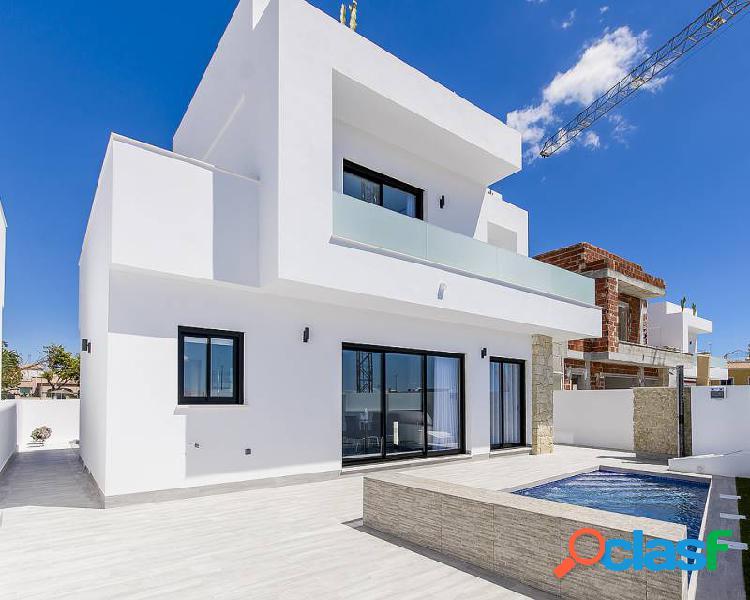 Villa de obra nueva en Los Mon