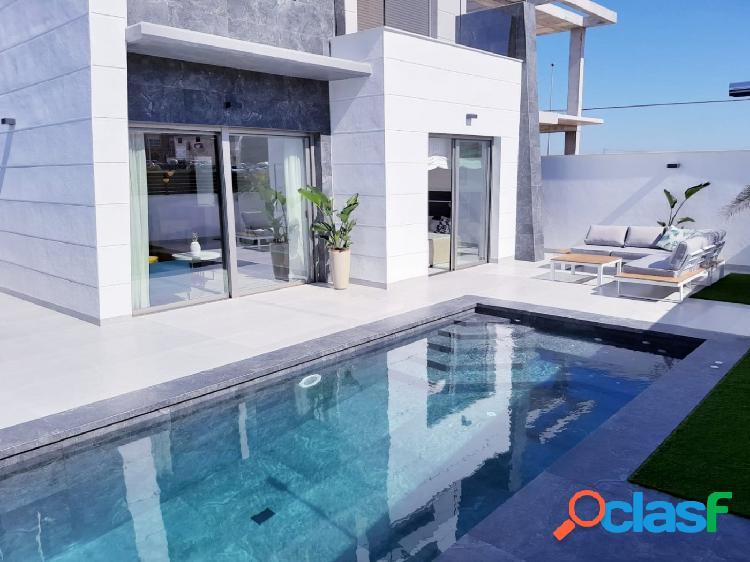 Villas modernas independientes con piscina privada en