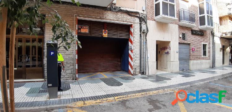 se vende cochera cerrada en Principe de Asturias