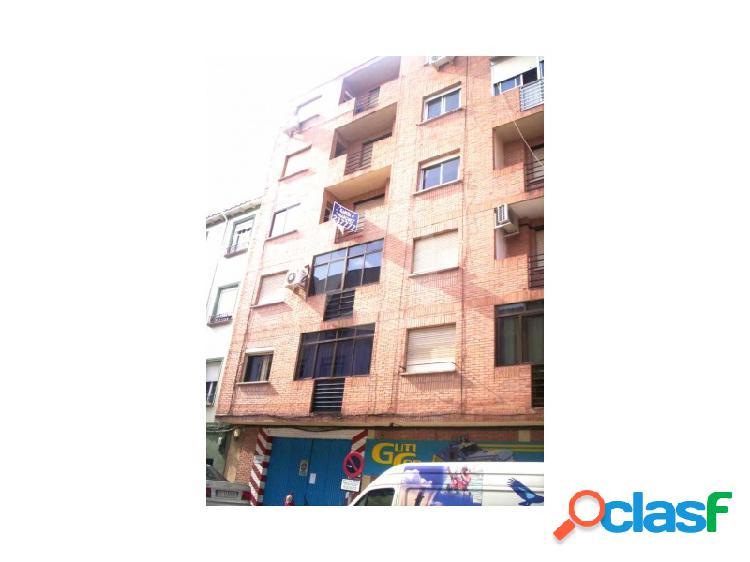 vivienda de tres dormitorios en la zona de colon