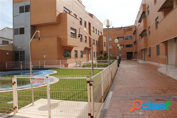 Apartamento seminuevo con piscina comunitaria totalmente