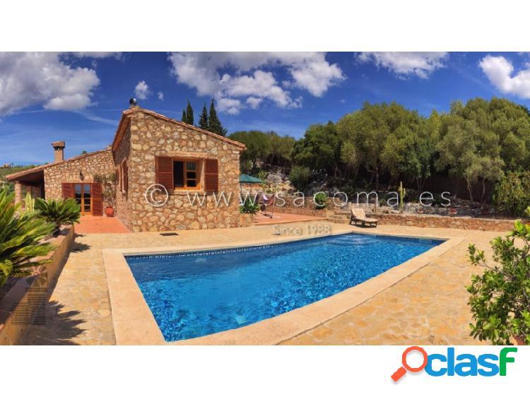 Fabulosa finca de piedra con piscina en venta.