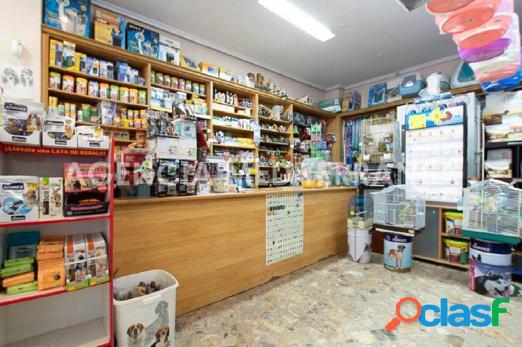 Local comercial con licencia tienda de Mascotas en traspaso