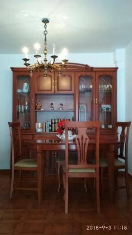 Muebles comedor junto con mesa y sillas