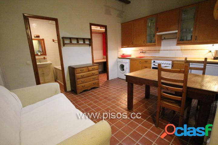 Piso amueblado de 2 dormitorios dobles y exteriores con