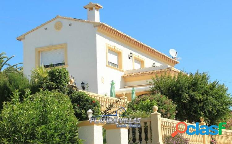 Se vende Villa mediterránea con vistas al mar en la costa