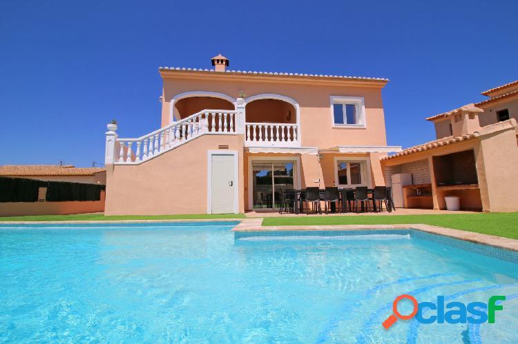 Se vende gran casa con 7 dormitorios, ideal para inversión