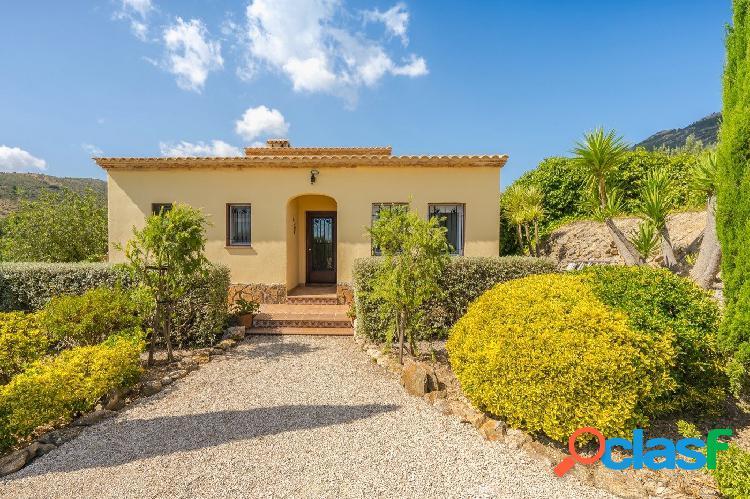 Se vende hermosa casa de campo privada, tranquila en Maserof