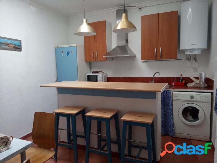 Alquiler Vacacional - 4 Dormitorios, Amueblado, Zona