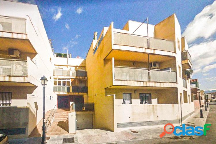 Bonito piso con terraza, garaje y trastero, en la entrada de
