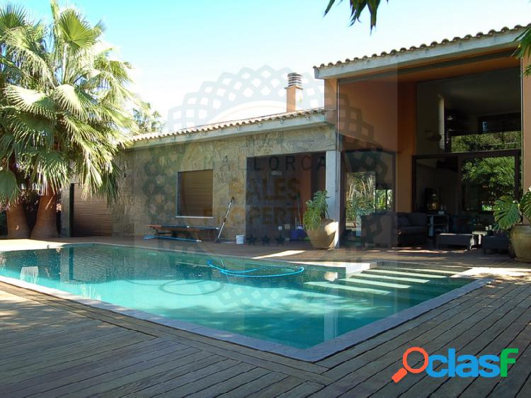 Chalet de diseño moderno con piscina y jardín en Puerto de