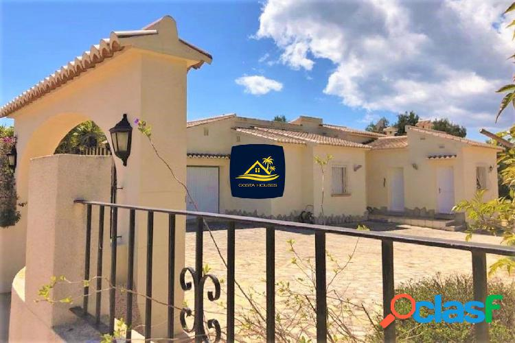 En Venta Villa Privada con Piscina en Javea · LA CALA | 3