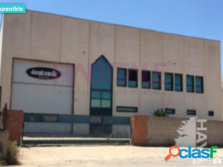 Nave industrial en venta en el Poligono Industrial Tisneres.