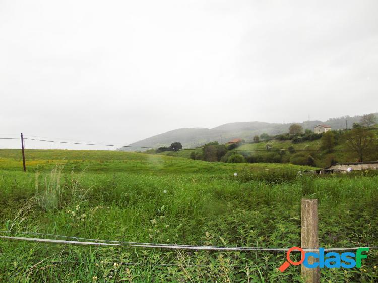Terreno edificable a escasos metros del Parque de Cabarceno.