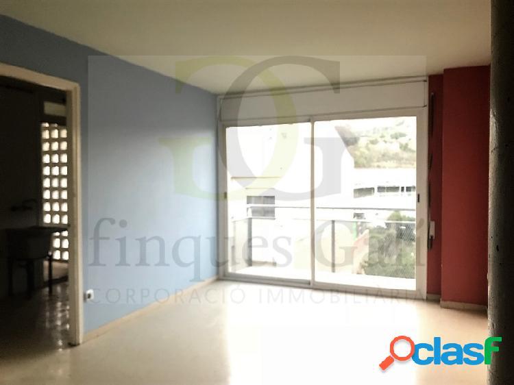 Venta de piso de 3 dormitorios con plaza de aparcamiento y