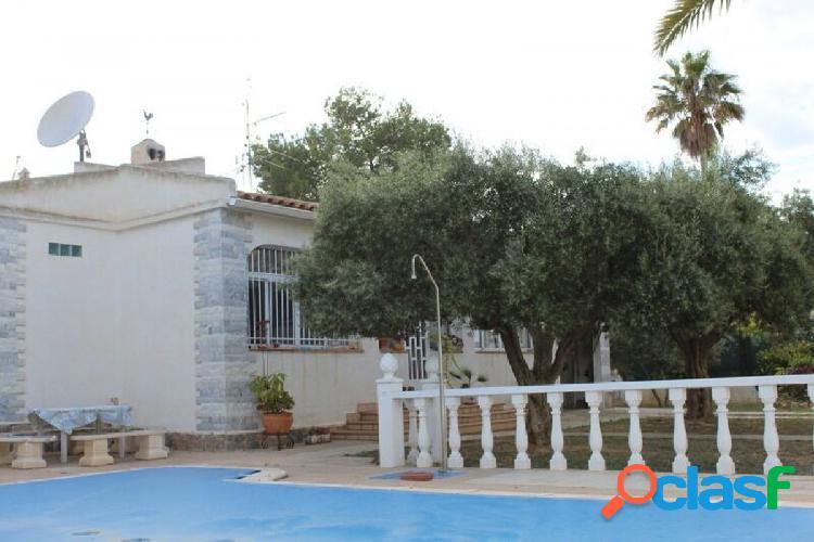 Chalet en zona Torre del Moro, con gran patio