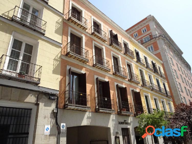 ESTUDIO HOME MADRID OFRECE amplia plaza de garaje en la