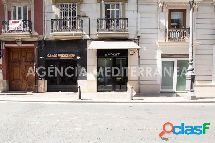Exclusivo local comercial en traspaso con licencia de
