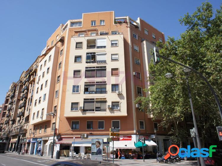 Junto al mercado de Abastos, posibilidad de 4 habitaciones.