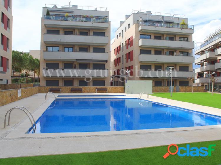 Moderno y amplio piso de 3 habitaciones, a la venta, en