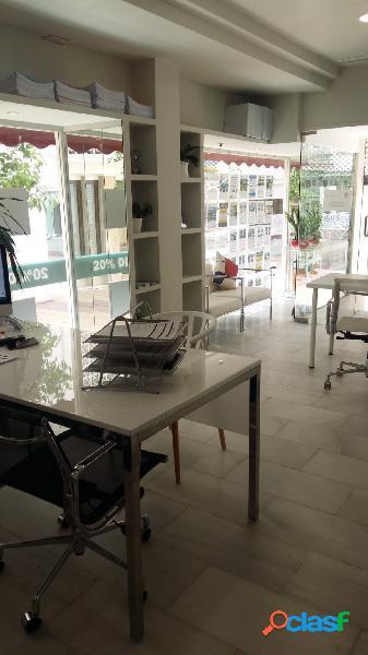 Se alquila local comercial amplio y luminoso en el centro de