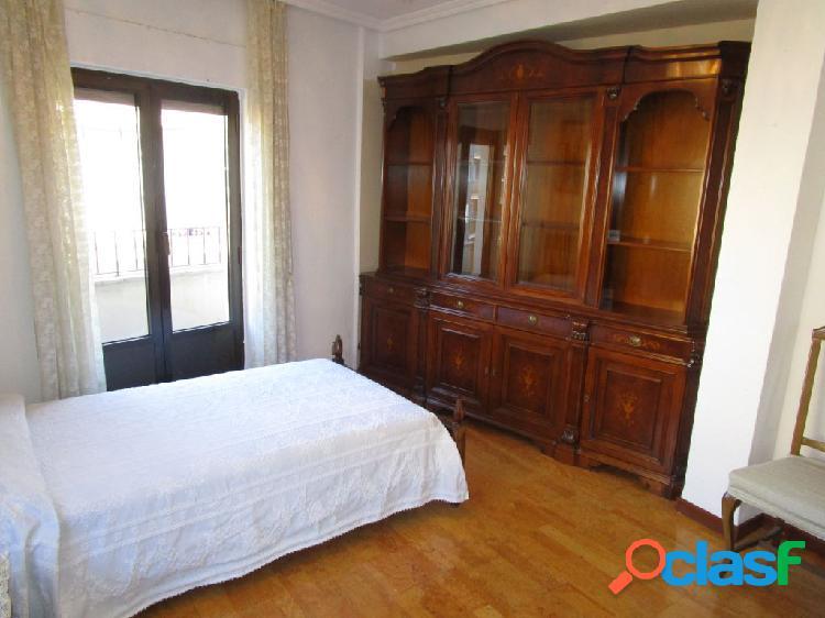 Urbis te ofrece un piso para estudiantes en la zona de San