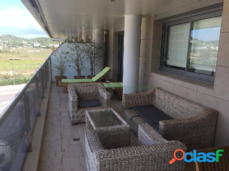 Alquiler de piso de 3 habitaciones en Marina Botafoch, Ibiza