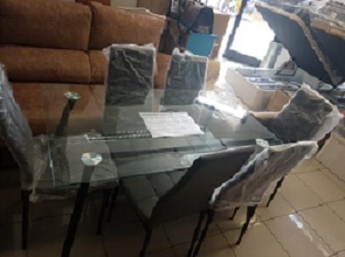 Conjunto de mesa y sillas nuevas