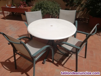 Mesa + 4 sillas exteriores