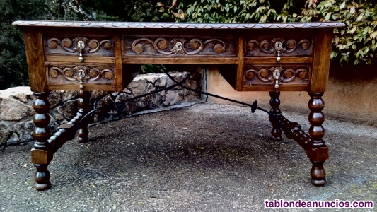 Mesa antigua tallada estilo español