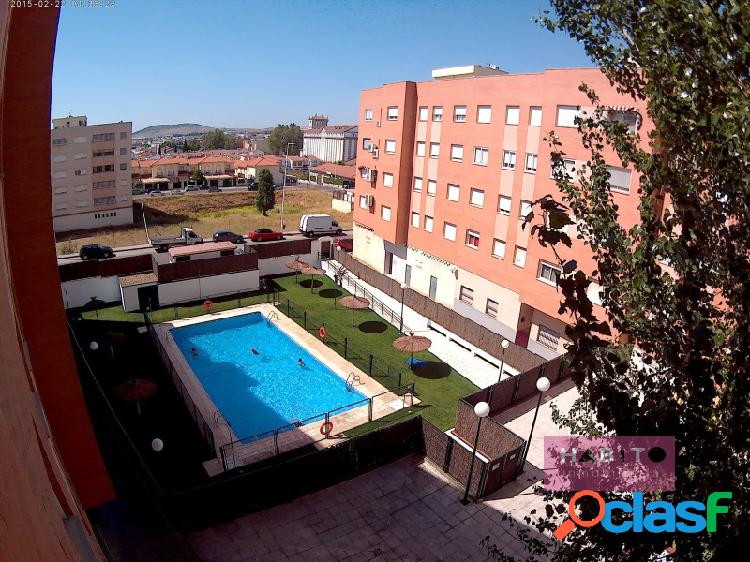 Piso zona La Argentina en urbanización privada con piscina.