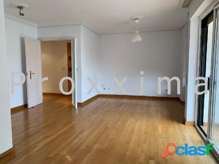 Amplio piso en alquiler en la zona centro de Nervión
