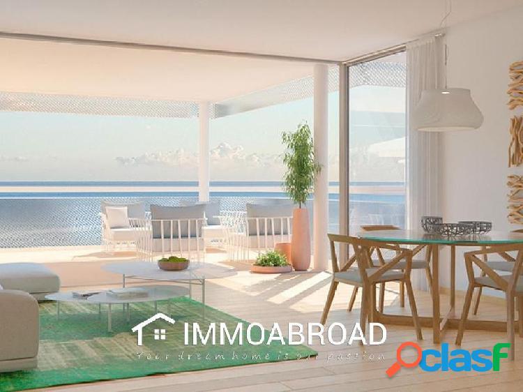 Apartamento en venta en Benalmádena con 2 dormitorios y 3