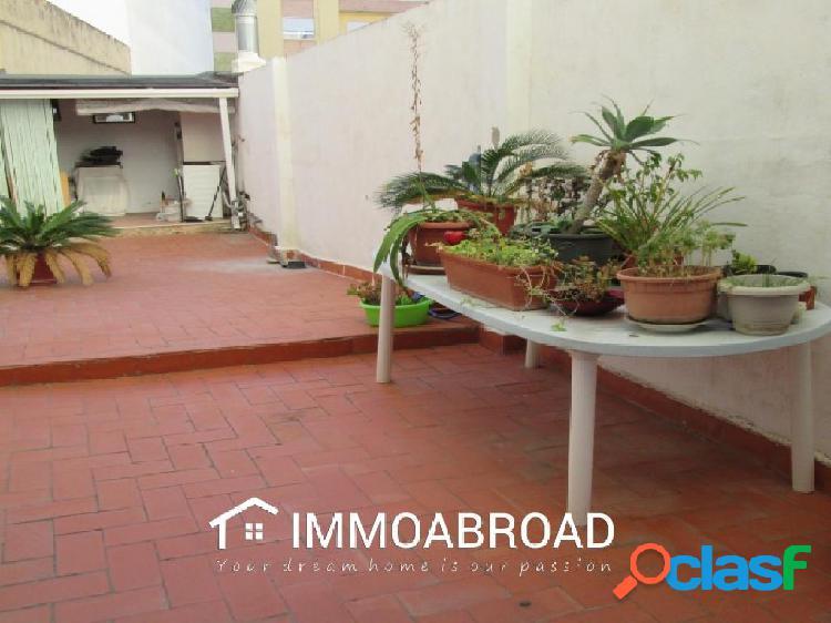 Apartamento en venta en Oliva con 4 dormitorios y 2 baños