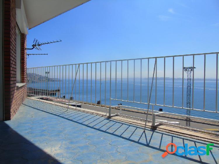 Magnífico piso con vistas a la Bahía !