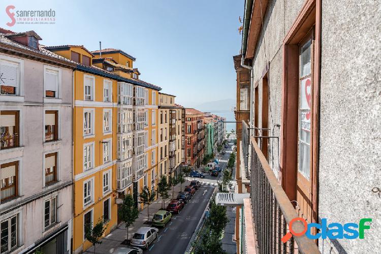 Piso de dos dormitorios en venta en Santander