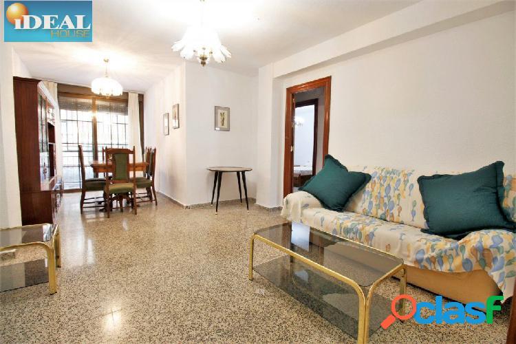 Ref: B5978. Piso de 3 dormitorios y 1 baño junto al Palacio