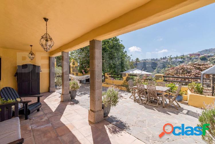 Santa Brígida- Finca con Casa en Piedra con orientacion