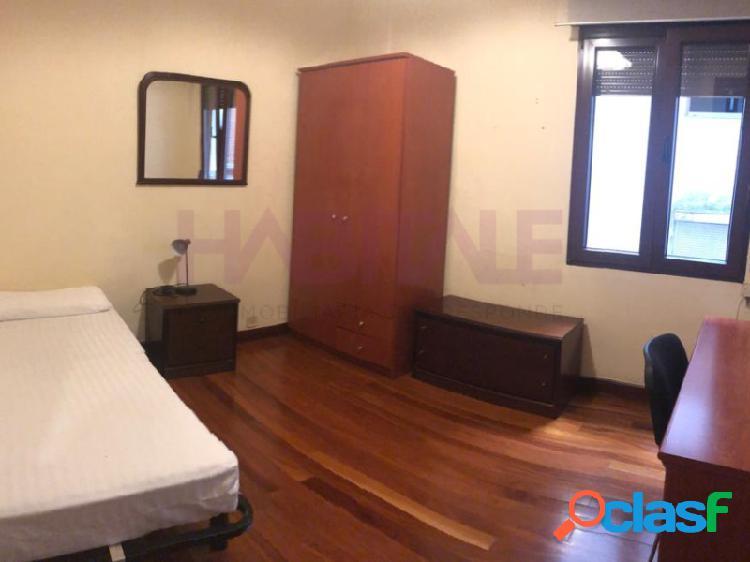 En Sabino Arana, piso de 4 Dormitorios para estudiantes.