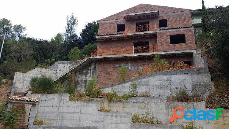 CASA UNIFAMILIAR EN CONSTRUCCIÓ A CASTELLVÍ DE ROSANES