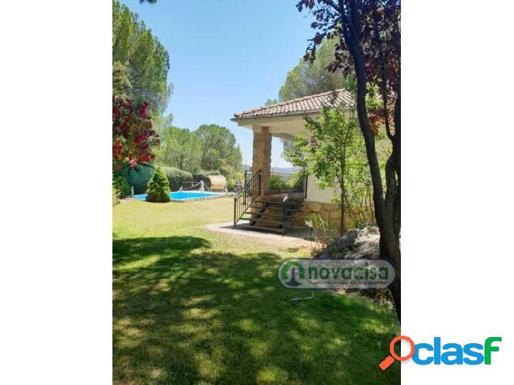 Chalet independiente con piscina privada en Pelayos de la