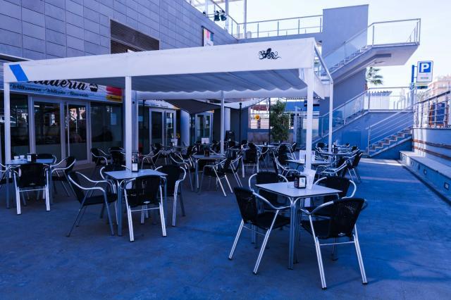 SE TRASPASA EXCELENTE RESTAURANTE CAFETERIA EN CASTELLON